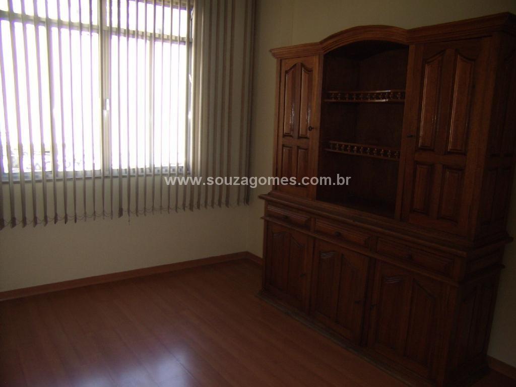 Apartamento 2 quartos com armários de madeira banheiro com box  #2F1911 1024 768