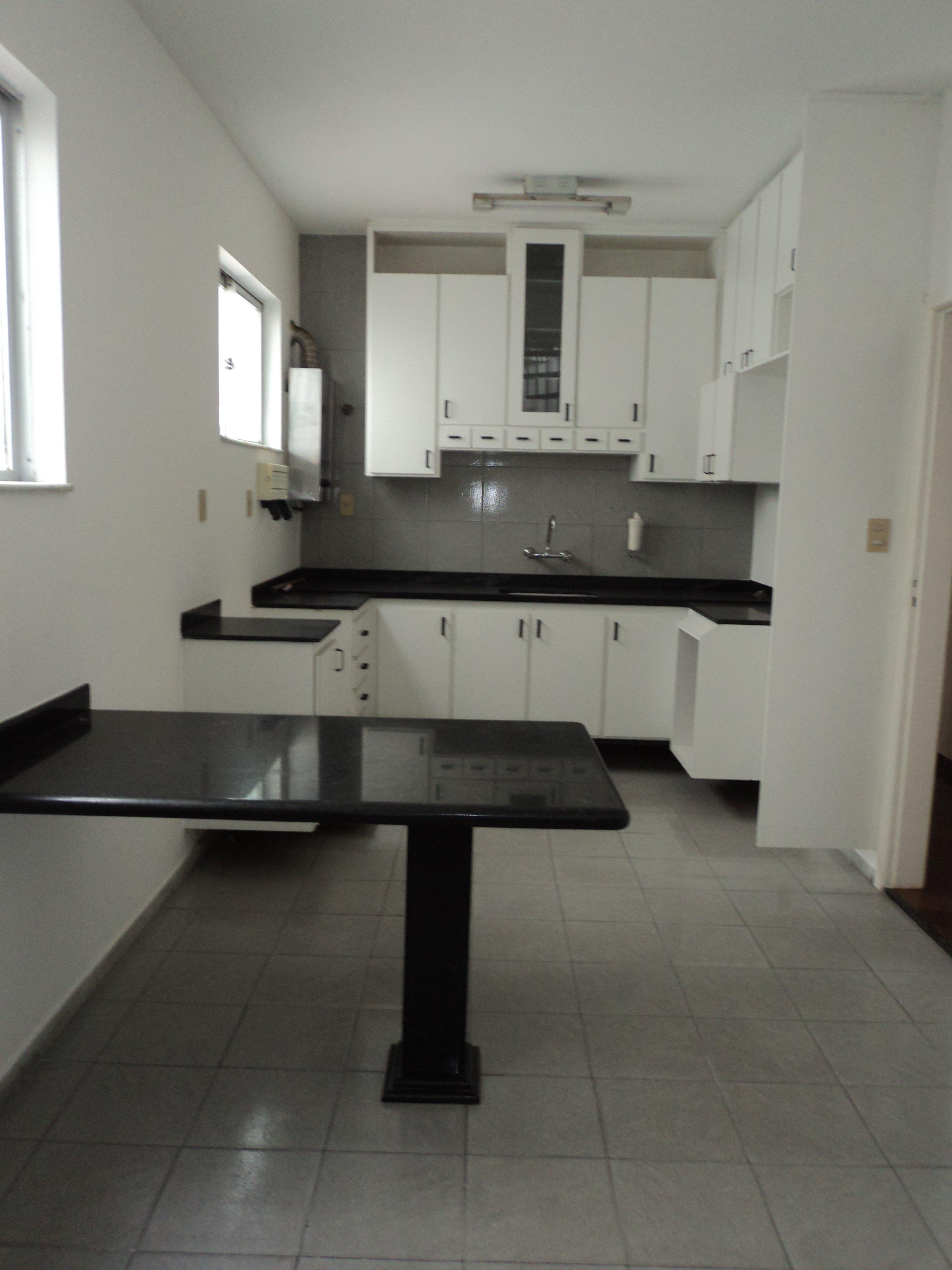 ViverJF  Vendo Apartamento de 3 quartos com armário embutido, sendo 2 suítes -> Armario De Banheiro Embutido